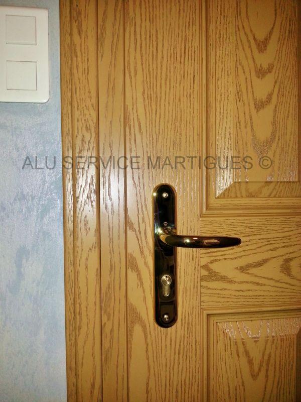 Porte d 39 entree composite installee a martigues fermeture for Capitonner une porte d entree