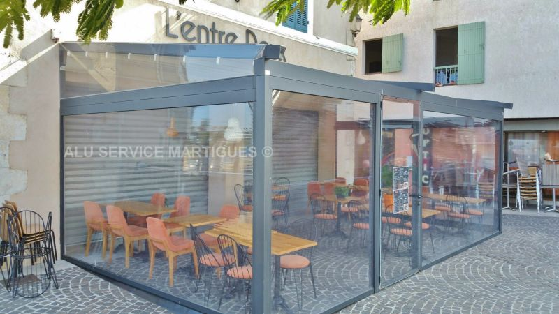 Restaurant l 39 entre 2 sur martigues pergola aluminium for Amenagement terrasse restaurant