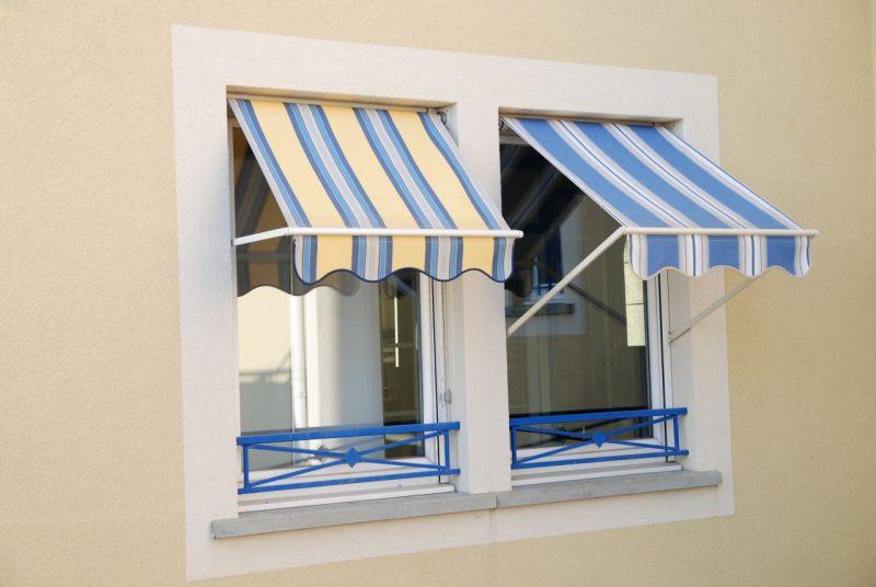 Store exterieur a projection en aluminium sur mesure for Store exterieur sur mesure