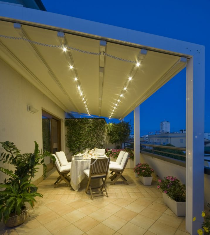 Pergola bioclimatique a toile retractable fermeture de for Pergola bioclimatique retractable