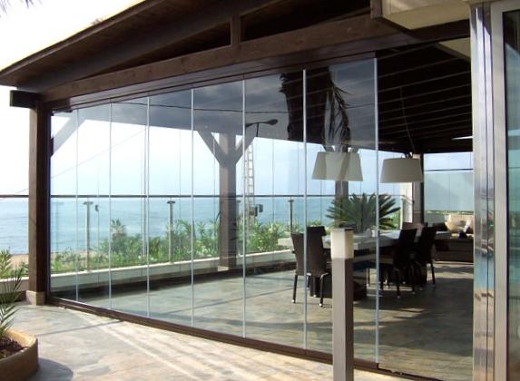 Cloisons panneaux de verre repliables panoramiques pour for Systeme fermeture baie vitree