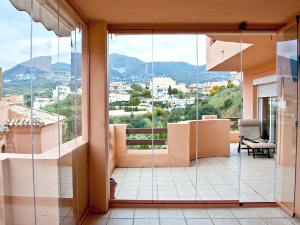 cloisons panneaux de verres repliables panoramiques pour balcons a marseille fermeture de. Black Bedroom Furniture Sets. Home Design Ideas