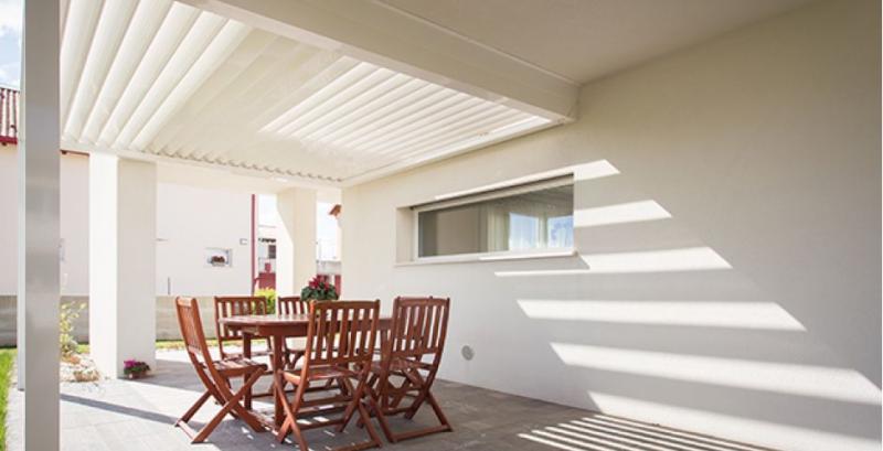pergola a lames orientables a aix en provence pour terrasse fermeture de terrasse marseille. Black Bedroom Furniture Sets. Home Design Ideas